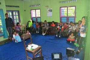 Suasana belajar di desa Inggris Limbasari, kecamatan Bobotsari, Purbalingga. Desa ini dikembangkan sebagai desa wisata dengan potensi alam dan pembelajaran bahasa Inggris.