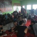 pendaki beristirahat di pondok pemuda Bambangan